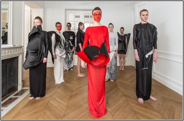 スポンテニアスファッションの真髄とは?トレンドアイテムのコーデ